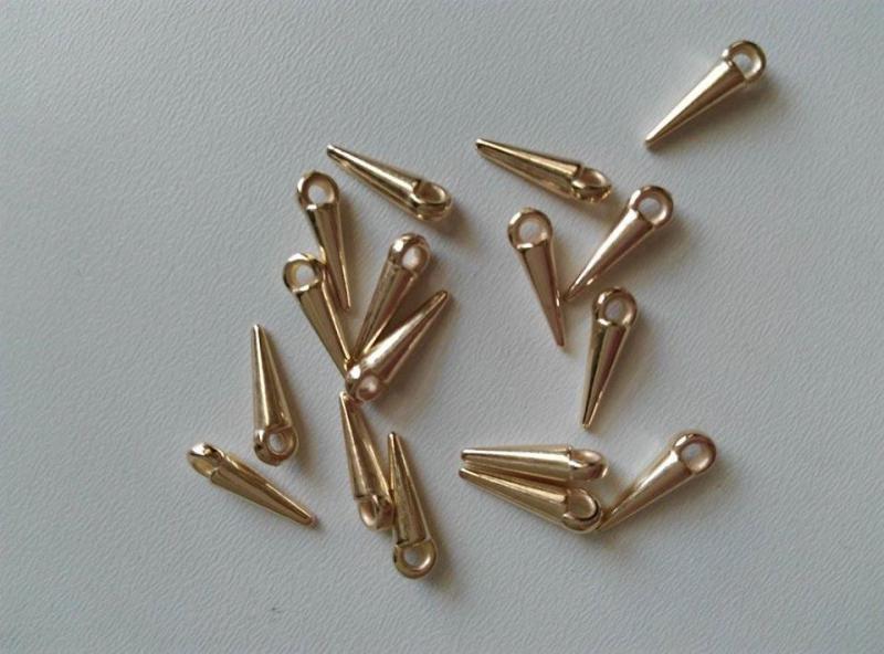 Akril tüske - 12x4mm - világos arany szín - 20 db / csomag
