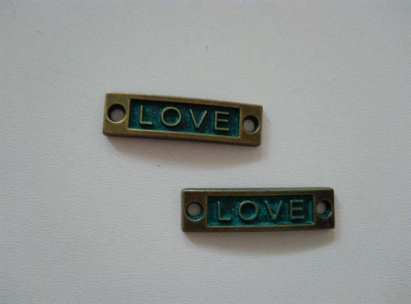 Fém medál, összekötő (íves)  - 35x10mm - LOVE (1 db)