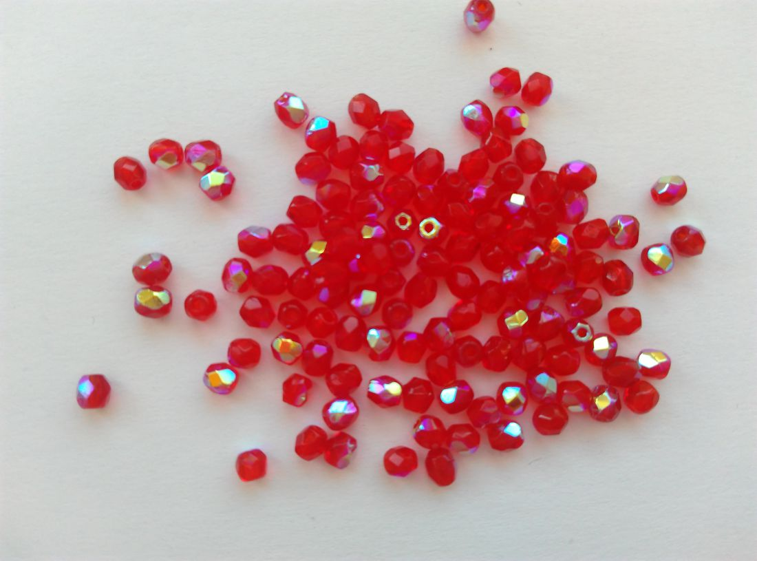 Cseh csiszolt üveggyöngy - 3mm - 20 db / csomag - színjátszós piros