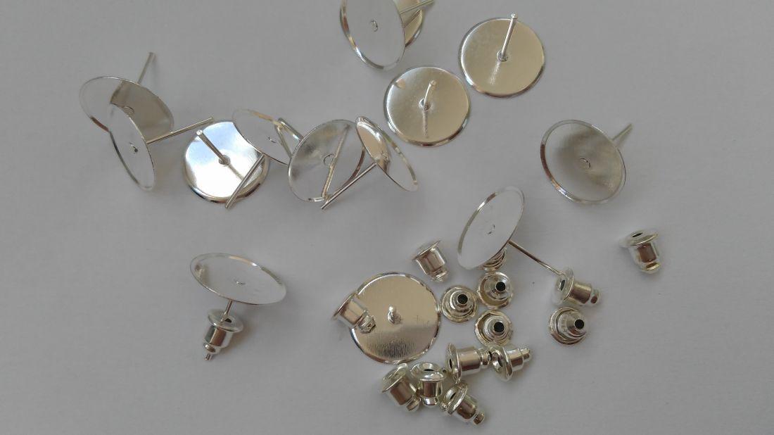 Ragasztható beszúrós fülbevaló alap 12mm-es lencséhez (10 db / csomag) ezüst szín